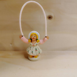 Petite fille à la corde à sauter